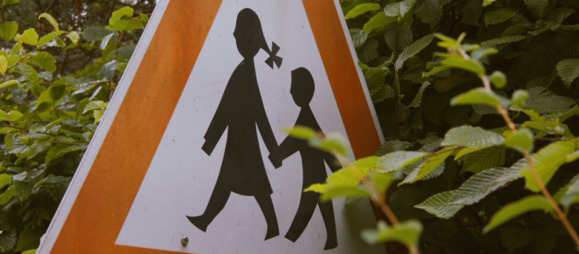 warning children walking